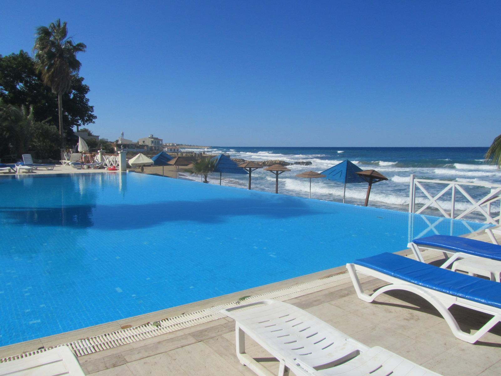 http://www.budavartours.hu/binaries//content/gallery/budavar/locations/accomodations/Ciprus/Kyrenia/L.A.+Beach+Resort/2013-oktober-084.jpg