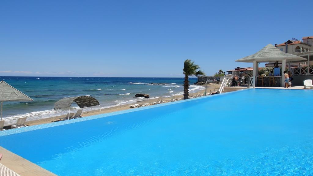 http://www.budavartours.hu/binaries//content/gallery/budavar/locations/accomodations/Ciprus/Kyrenia/L.A.+Beach+Resort/dsc01041.jpg