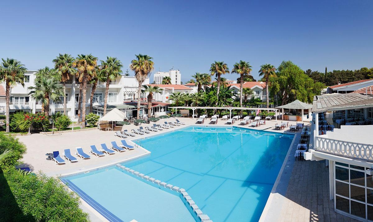 http://www.budavartours.hu/binaries//content/gallery/budavar/locations/accomodations/Ciprus/Kyrenia/L.A.+Beach+Resort/h242712.jpg