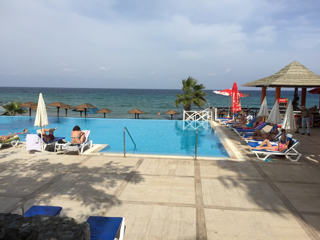 http://www.budavartours.hu/binaries//content/gallery/budavar/locations/accomodations/Ciprus/Kyrenia/L.A.+Beach+Resort/img_3562.jpg