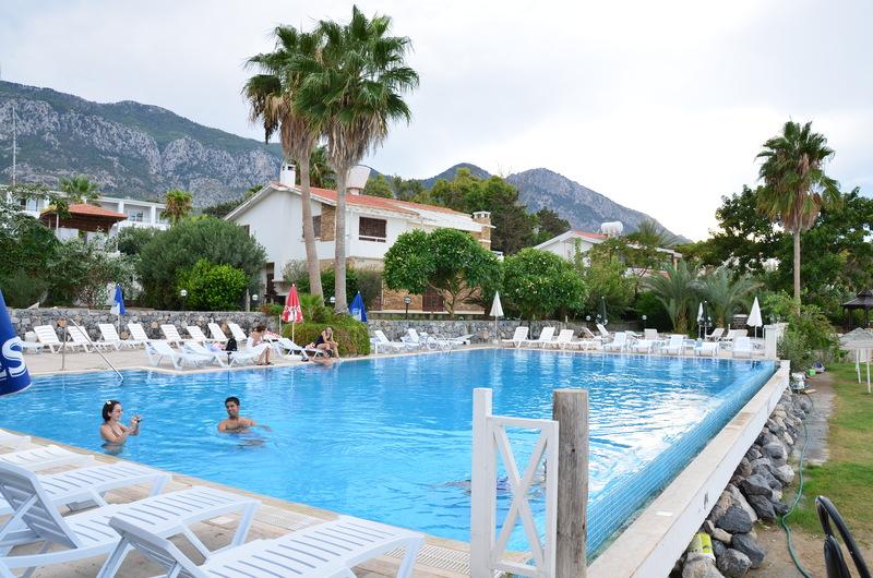 http://www.budavartours.hu/binaries//content/gallery/budavar/locations/accomodations/Ciprus/Kyrenia/L.A.+Beach+Resort/la-hotel-7.jpg