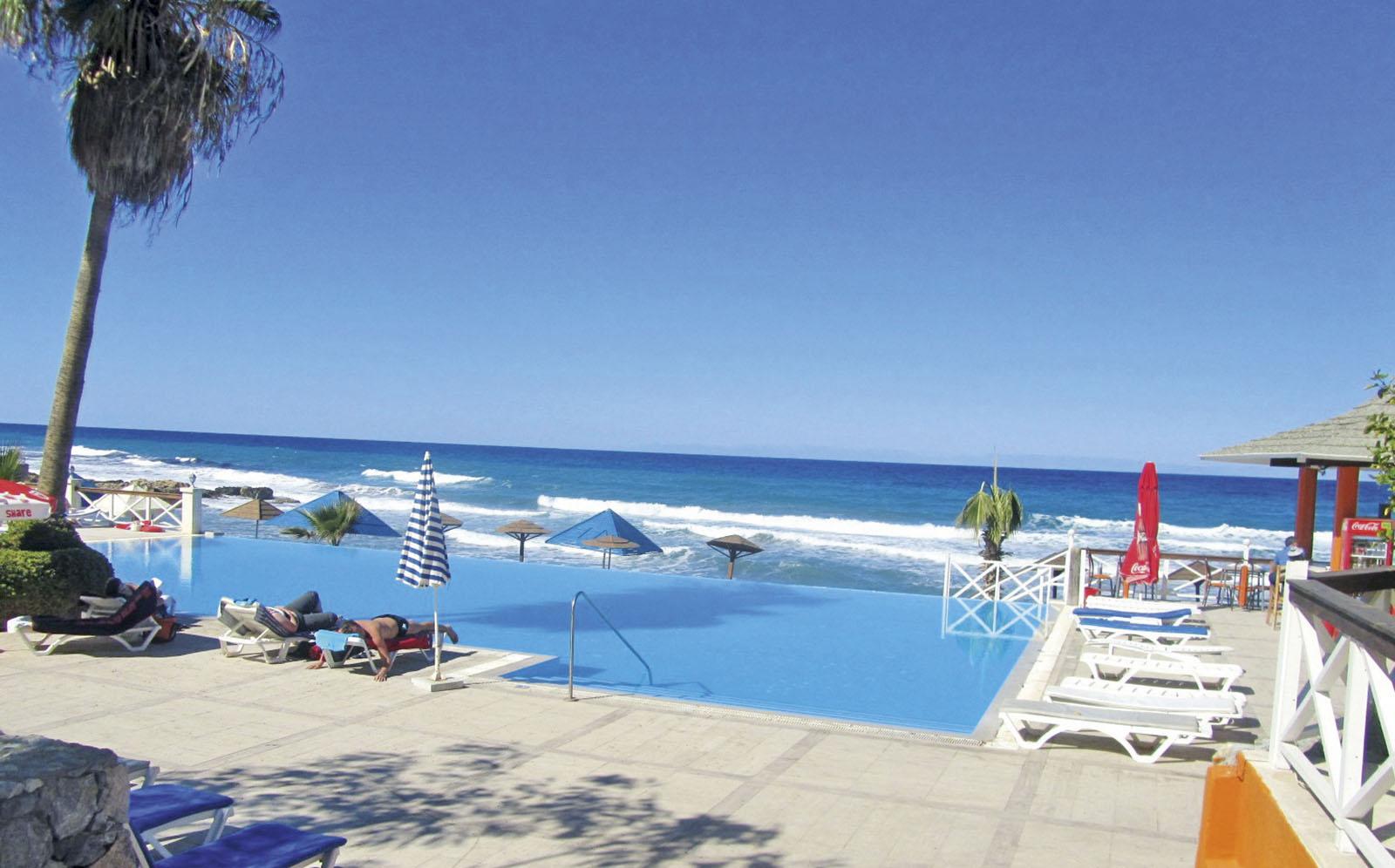http://www.budavartours.hu/binaries//content/gallery/budavar/locations/accomodations/Ciprus/Kyrenia/L.A.+Beach+Resort/la_beach_resort_kyrenia_medence.jpg