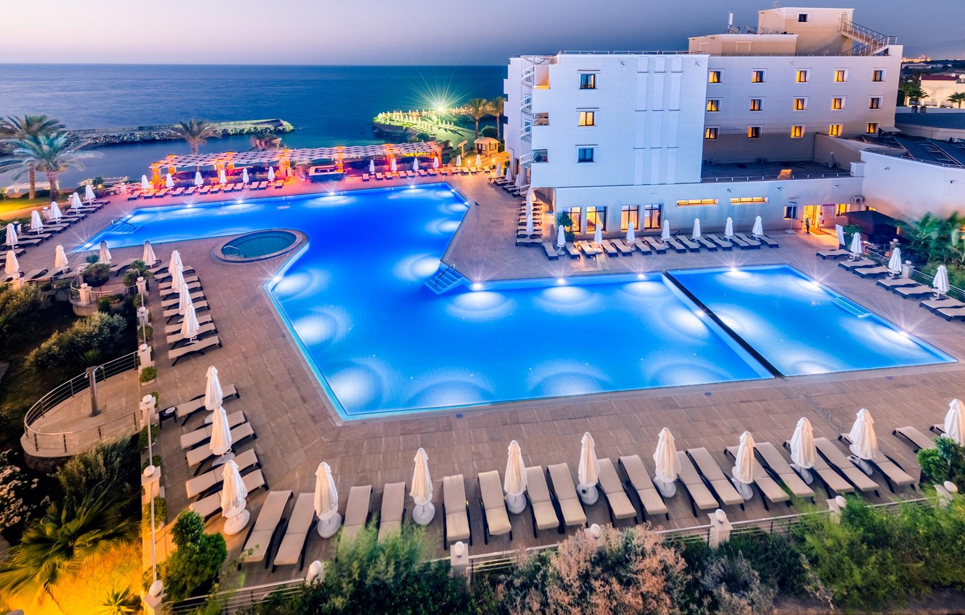 http://www.budavartours.hu/binaries//content/gallery/budavar/locations/accomodations/Ciprus/Kyrenia/Vuni+Palace+Hotel+%26+Casino/vuni-palace-hotel-kyrenia-ciprus3.jpg