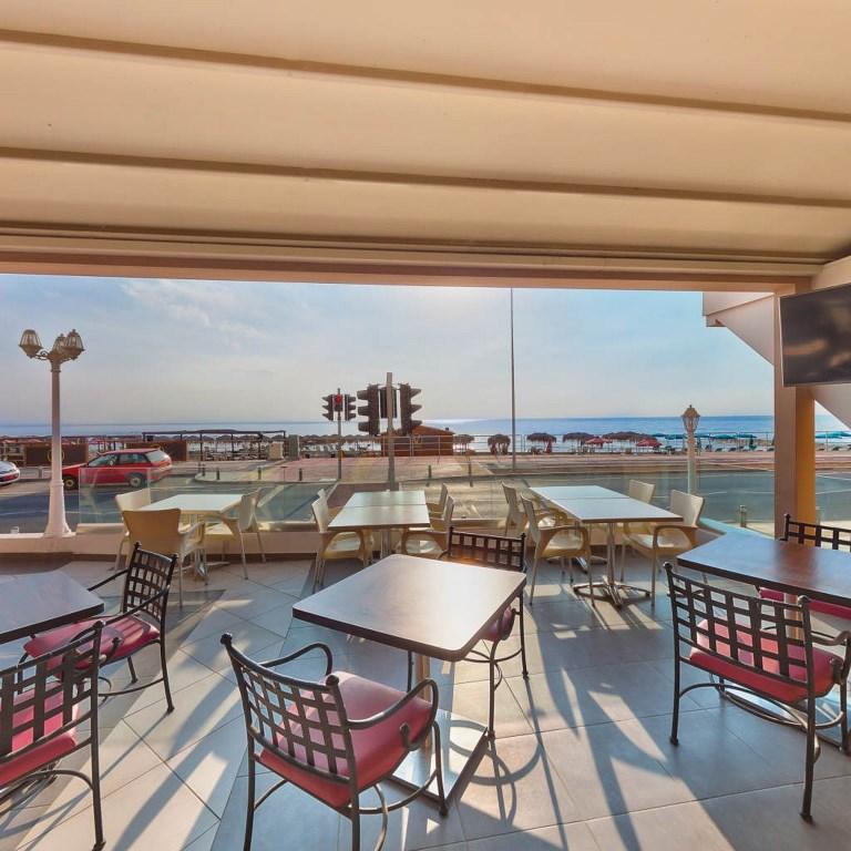 http://www.budavartours.hu/binaries//content/gallery/budavar/locations/accomodations/Ciprus/Larnaca/Flamingo+Beach+Hotel/bar-terrace.jpg