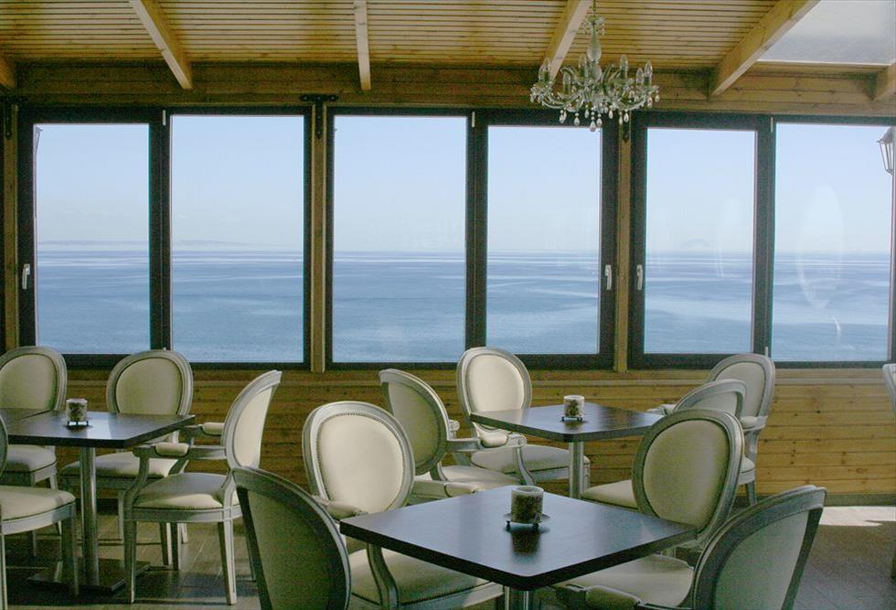 http://www.budavartours.hu/binaries//content/gallery/budavar/locations/accomodations/Ciprus/Larnaca/Flamingo+Beach+Hotel/flamingo-beach-hotel-charming-restaurant-larnaca-cy_z.jpg