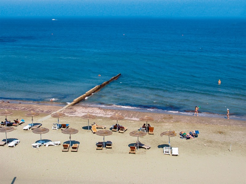 http://www.budavartours.hu/binaries//content/gallery/budavar/locations/accomodations/Ciprus/Larnaca/Flamingo+Beach+Hotel/lcaflam_2.jpg