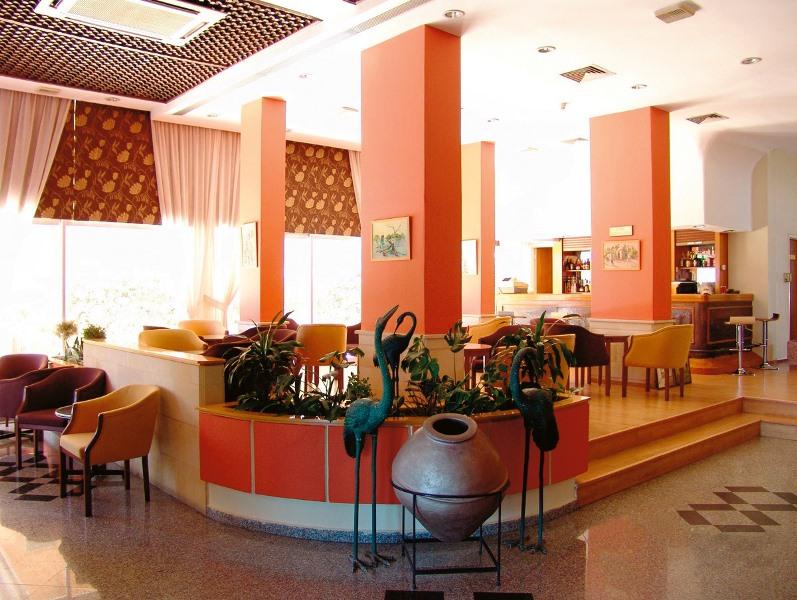 http://www.budavartours.hu/binaries//content/gallery/budavar/locations/accomodations/Ciprus/Larnaca/Flamingo+Beach+Hotel/lcaflam_3.jpg