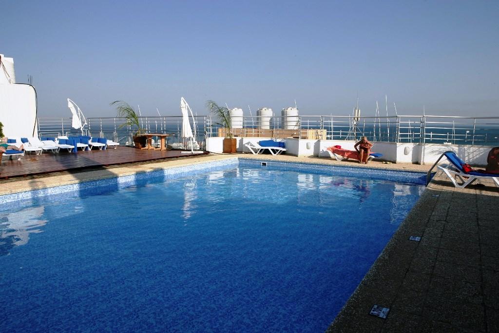 http://www.budavartours.hu/binaries//content/gallery/budavar/locations/accomodations/Ciprus/Larnaca/Flamingo+Beach+Hotel/roof-garden-pool.jpg