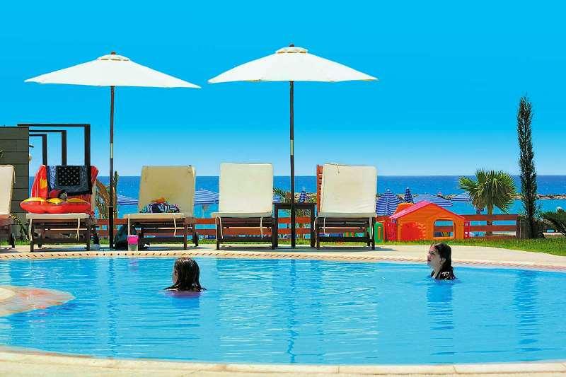 http://www.budavartours.hu/binaries//content/gallery/budavar/locations/accomodations/Ciprus/Larnaca/Princess+Beach+Hotel/princ-beach-h-1.jpg