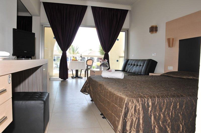 http://www.budavartours.hu/binaries//content/gallery/budavar/locations/accomodations/Ciprus/Larnaca/Princess+Beach+Hotel/princ-beach-h-2.jpg