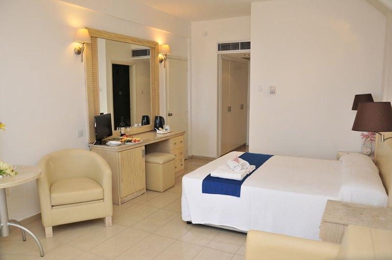 http://www.budavartours.hu/binaries//content/gallery/budavar/locations/accomodations/Ciprus/Larnaca/Princess+Beach+Hotel/princ-beach-h-7.jpg