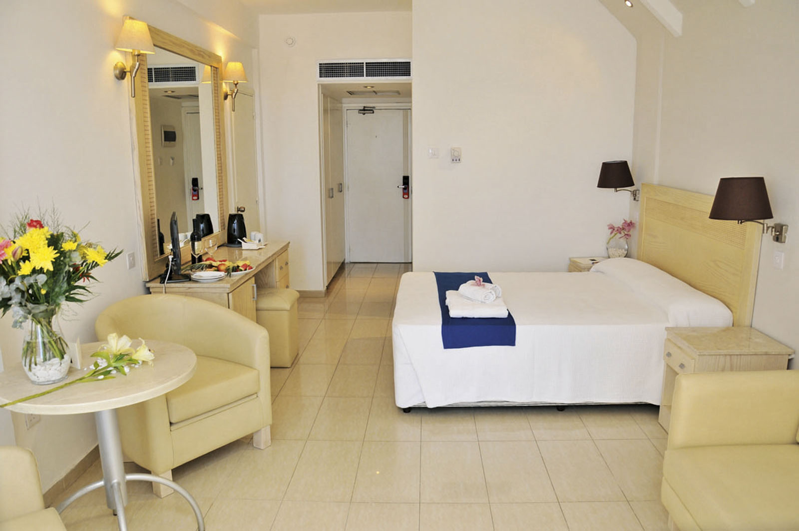 http://www.budavartours.hu/binaries//content/gallery/budavar/locations/accomodations/Ciprus/Larnaca/Princess+Beach+Hotel/princess_beach_hotel_larnaca_3.jpg