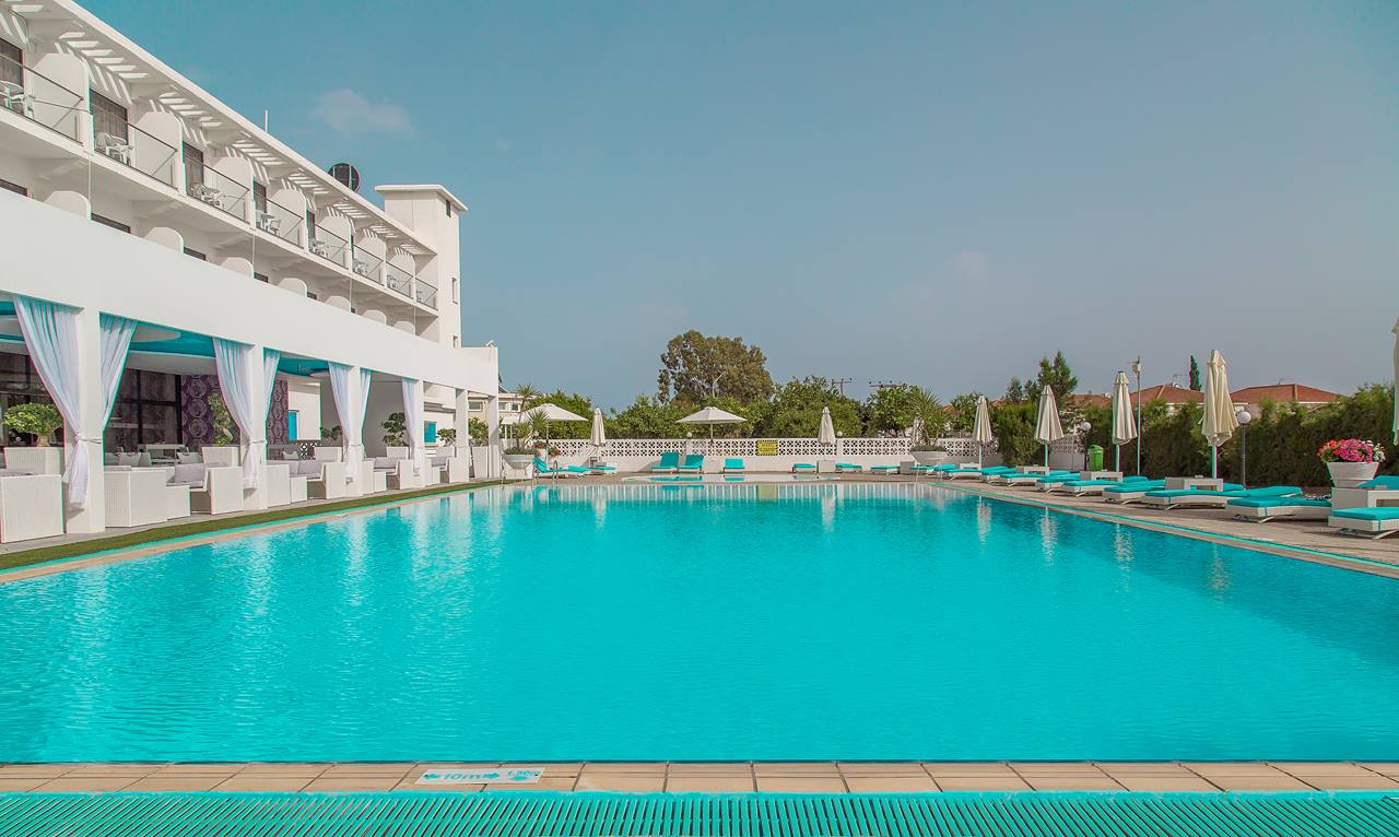http://www.budavartours.hu/binaries//content/gallery/budavar/locations/accomodations/Ciprus/Larnaca/Sveltos+Hotel/ciprus-sveltos-medence-2.jpg