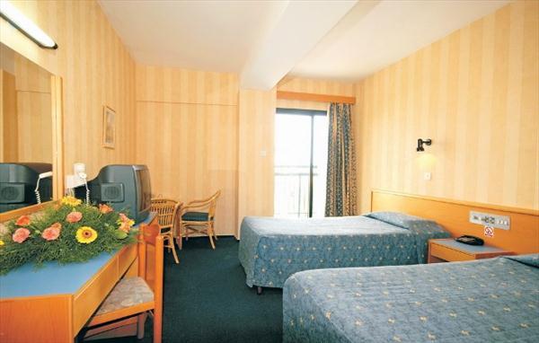 http://www.budavartours.hu/binaries//content/gallery/budavar/locations/accomodations/Ciprus/Protaras/Kapetanios+Bay+Hotel/4601938-kapetanios-bay.jpg