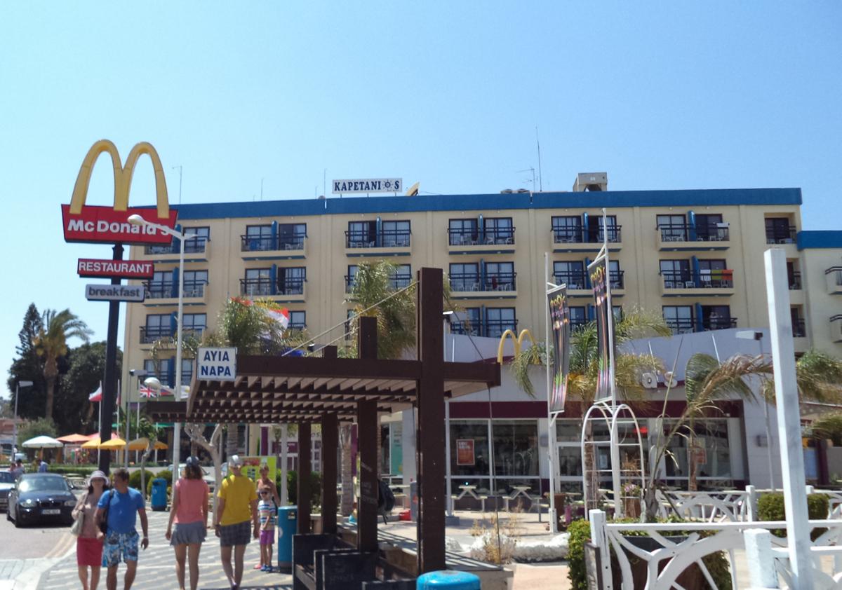 http://www.budavartours.hu/binaries//content/gallery/budavar/locations/accomodations/Ciprus/Protaras/Kapetanios+Bay+Hotel/kapetanios-protaras_1.jpg