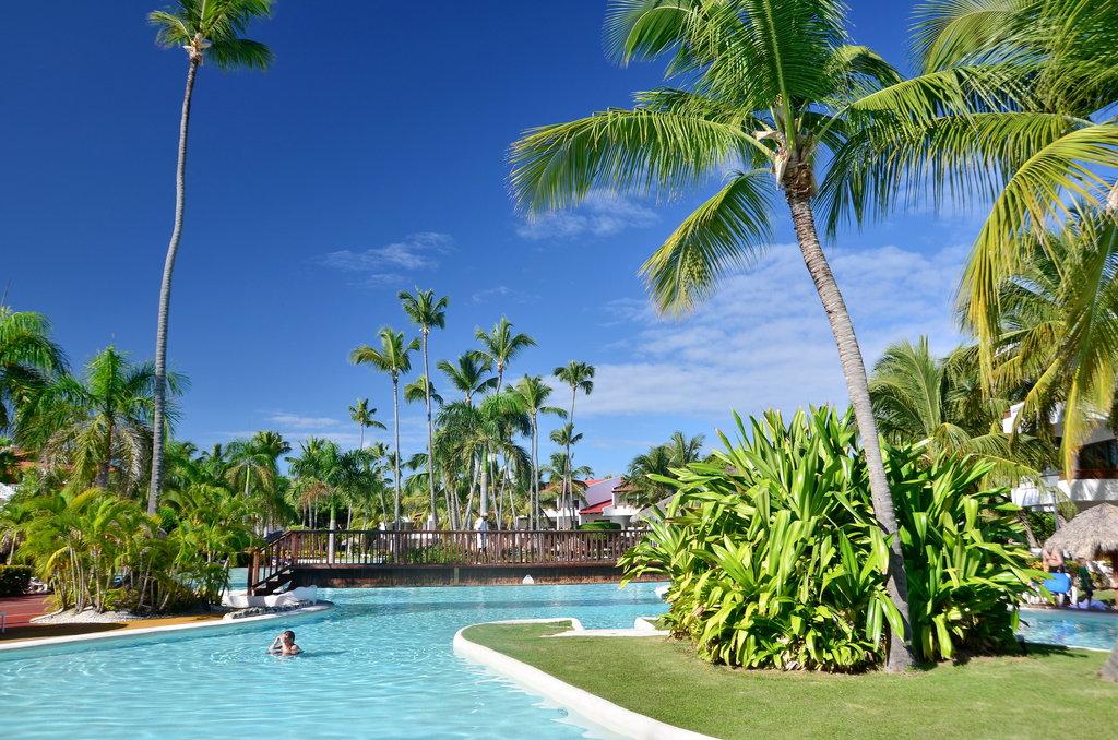 http://www.budavartours.hu/binaries//content/gallery/budavar/locations/accomodations/Dominikai+K%C3%B6zt%C3%A1rsas%C3%A1g/Punta+Cana/occidental-punta-cana-hotel/oc-grand-punta-c-2.jpg