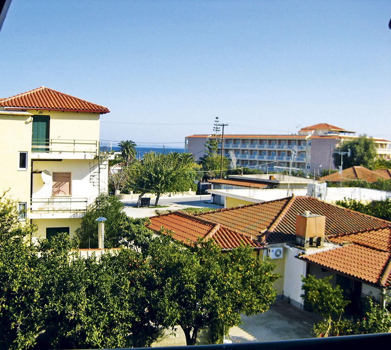 http://www.budavartours.hu/binaries//content/gallery/budavar/locations/accomodations/G%C3%B6r%C3%B6gorsz%C3%A1g/Argassi/Valasis+Apartman/valasis_apartman_argassi_epulet.jpg