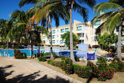 http://www.budavartours.hu/binaries//content/gallery/budavar/locations/accomodations/Kuba/Varadero/aguas-azules-hotel-3-csillag/aguasazules.jpg