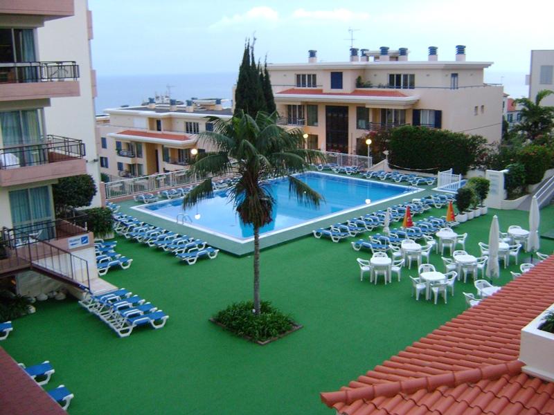 http://www.budavartours.hu/binaries//content/gallery/budavar/locations/accomodations/Portug%C3%A1lia/Funchal/Dorisol+Hotel+Complex/dsc01090.jpg
