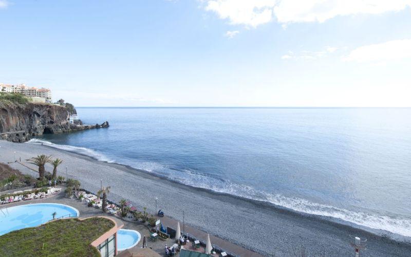 http://www.budavartours.hu/binaries//content/gallery/budavar/locations/accomodations/Portug%C3%A1lia/Funchal/Pestana+Bay+Ocean+Hotel/pestanabay1.jpg