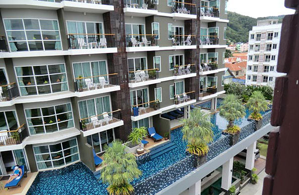 http://www.budavartours.hu/binaries//content/gallery/budavar/locations/accomodations/Thaif%C3%B6ld/Phuket/Baramee+Hip/epulet.jpg
