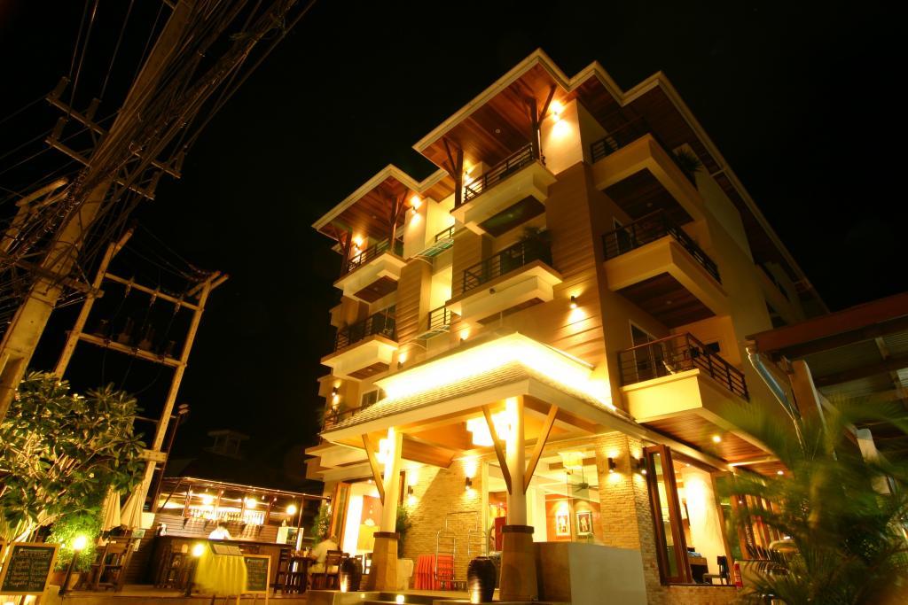 http://www.budavartours.hu/binaries//content/gallery/budavar/locations/accomodations/Thaif%C3%B6ld/Phuket/Baramee+Resortel/baramee-resortel-phuket-thaifold1.jpg