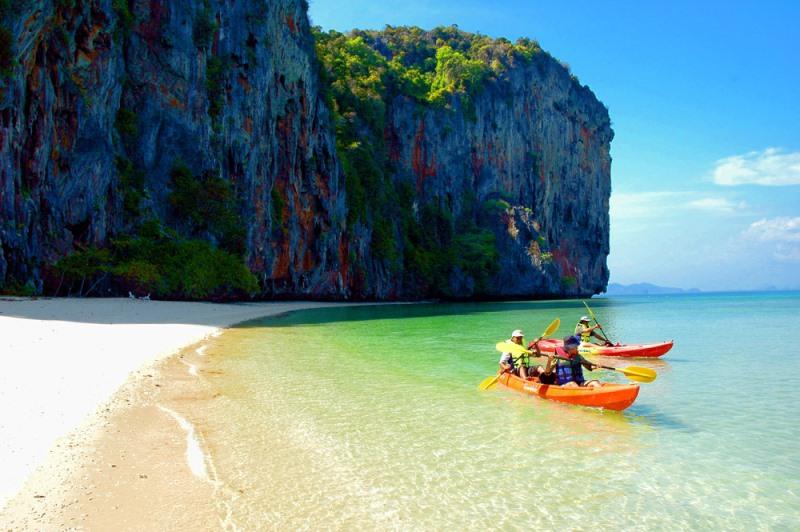 http://www.budavartours.hu/binaries//content/gallery/budavar/locations/accomodations/Thaif%C3%B6ld/Phuket/Hemingways+Hotel/hemingway-hot-11.jpg