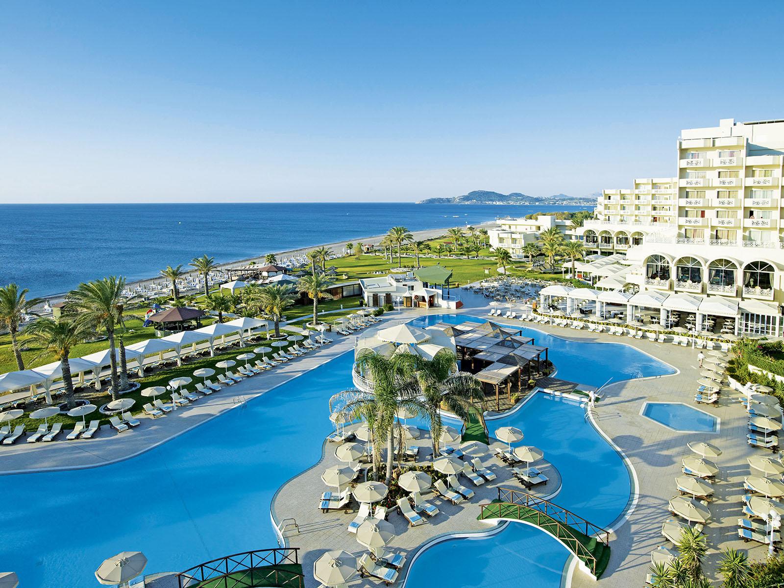 http://www.budavartours.hu/binaries//content/gallery/budavar/locations/accomodations/gorogorszag/kalithea/rodos-palladium-hotel/rhodos_palladium_hotel_kalithea_medence_es_epulet.jpg