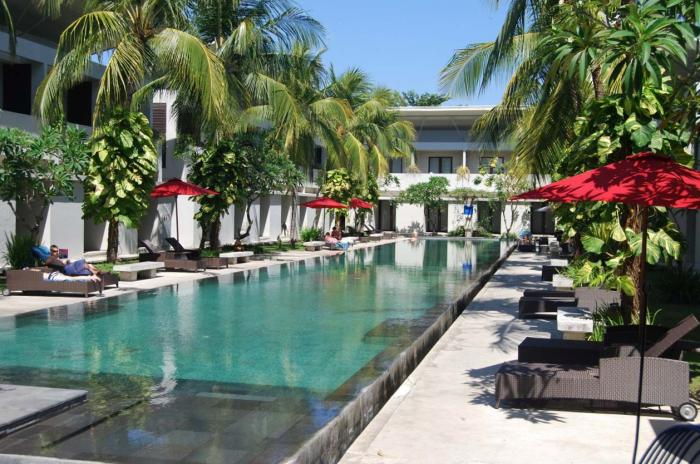 http://www.budavartours.hu/binaries//content/gallery/budavar/locations/accomodations/indonezia/kuta/oasis-kuta-hotel/okuta-bali-1.jpg