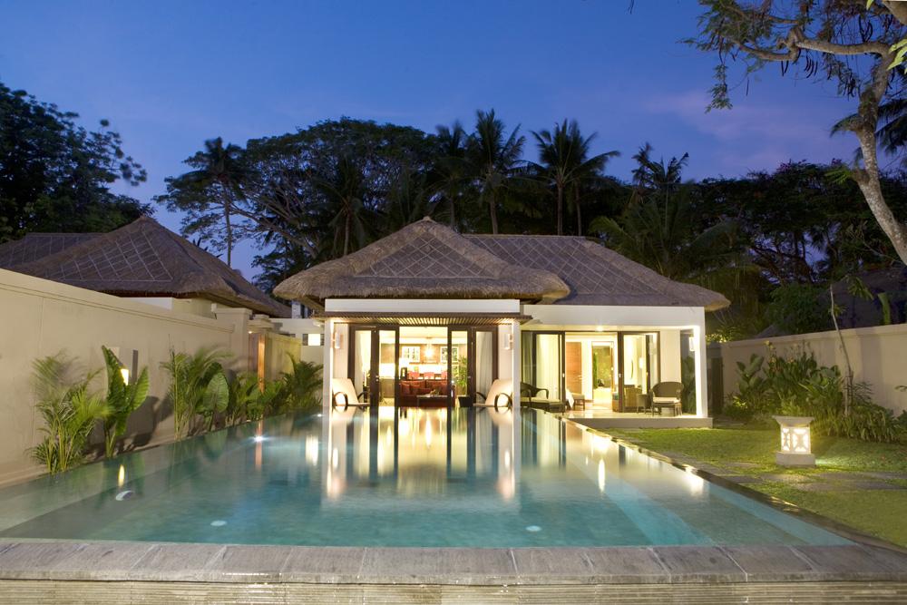 http://www.budavartours.hu/binaries//content/gallery/budavar/locations/accomodations/indonezia/sanur/prama-sanur-beach-hotel/san_urbeach2.jpg