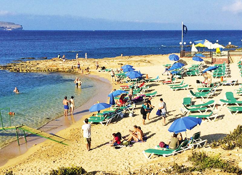http://www.budavartours.hu/binaries//content/gallery/budavar/programs/programscheme/M%C3%A1lta/Marfa+-+Cirkewwa/Paradise+Bay+Hotel/paradise_bay_beach-1.jpg