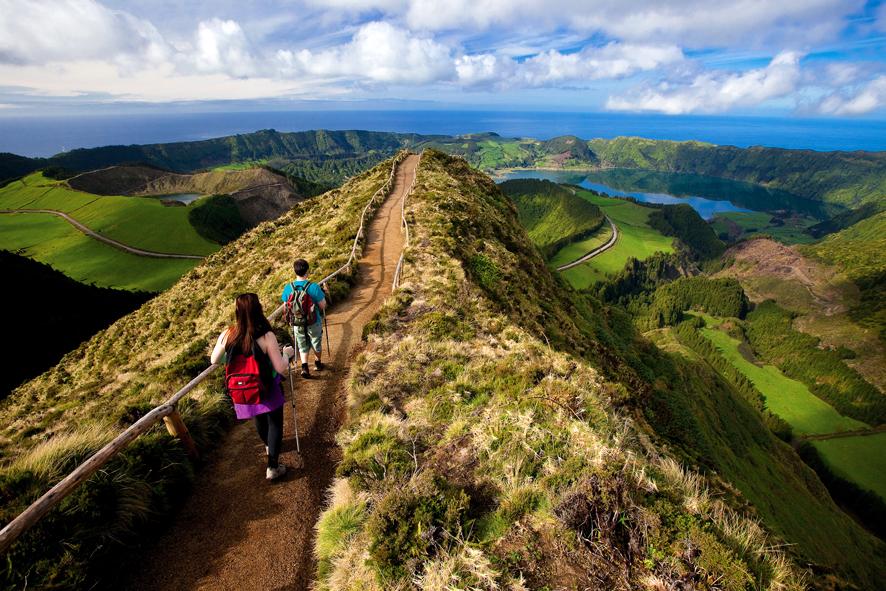 http://www.budavartours.hu/binaries//content/gallery/budavar/programs/programscheme/Portug%C3%A1lia/Sao+Miguel/Kir%C3%A1ndul%C3%A1s+az+Azori-szigeteken/azori-szigetek-kirandulas.jpg