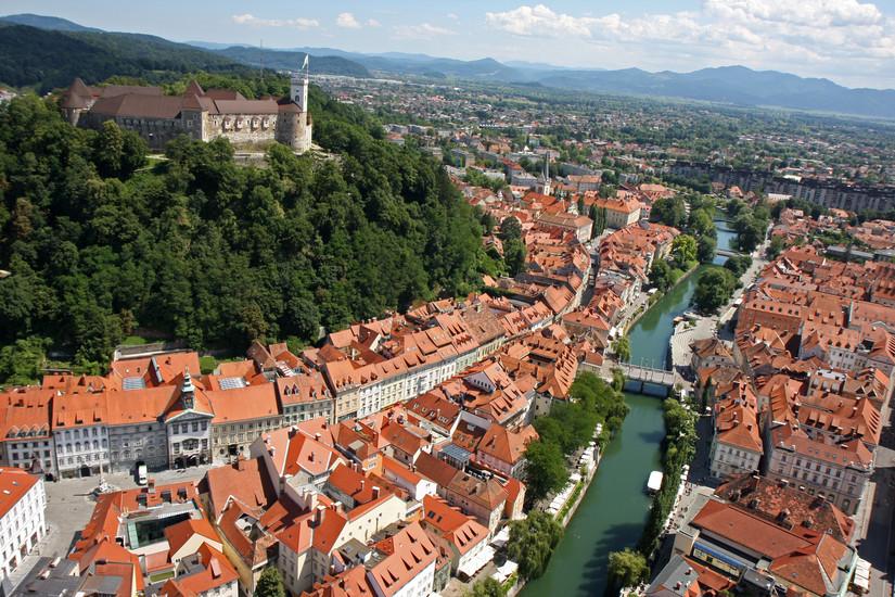 http://www.budavartours.hu/binaries//content/gallery/budavar/programs/programscheme/Szlov%C3%A9nia/Bled/szlovenia---csodas-szlovenia-hegyek-tavak-tenger/121234.jpg